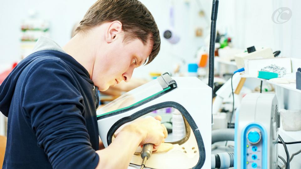 3 passos para resolver problemas com equipamentos no laboratório  de prótese